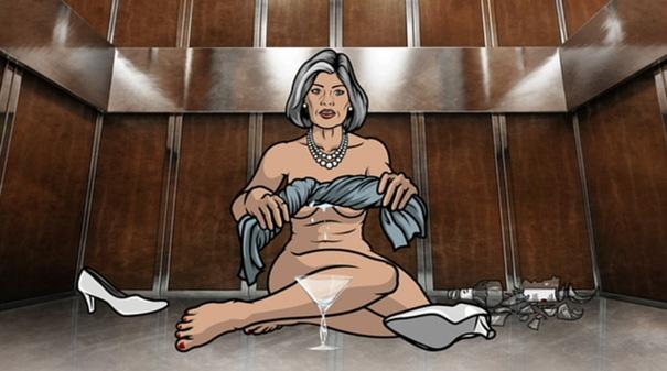 Malorye nue coincée dans l'ascenseur