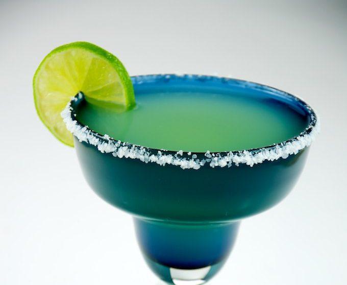 Un verre de Margarita avec une rondelle de citron vert