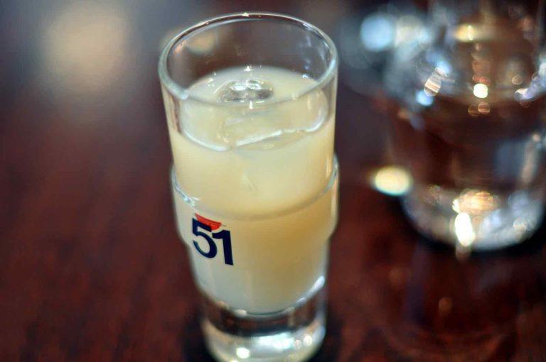 Un verre de mauresque, eau-pastis-orgeat