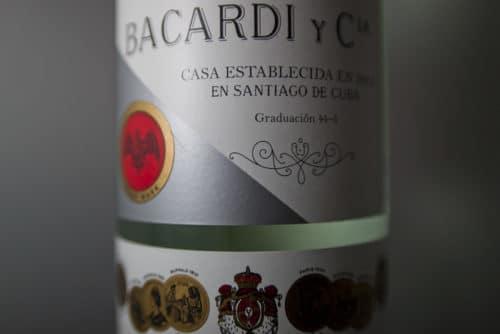 Une bouteille de Bacardi en édition limitée