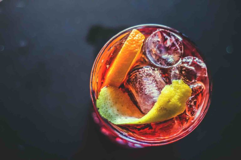 Un Americano, un cocktail à base de vermouth, campari et soda