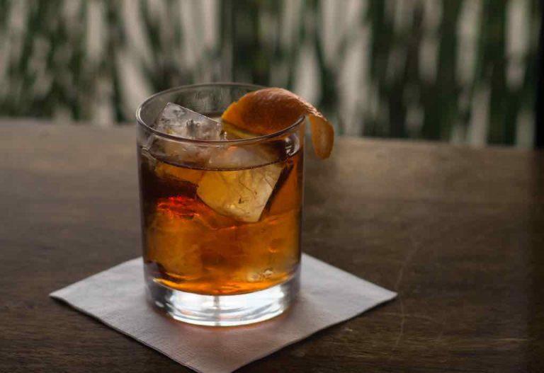 Un cocktail vieux carré au whisky de seigle et au coganc